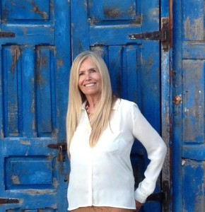 mimi kirk in white with royal blue door behind